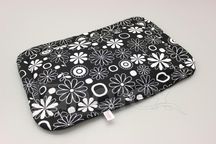 Podložka klasik - cca 51x35 - bílé květy na černé