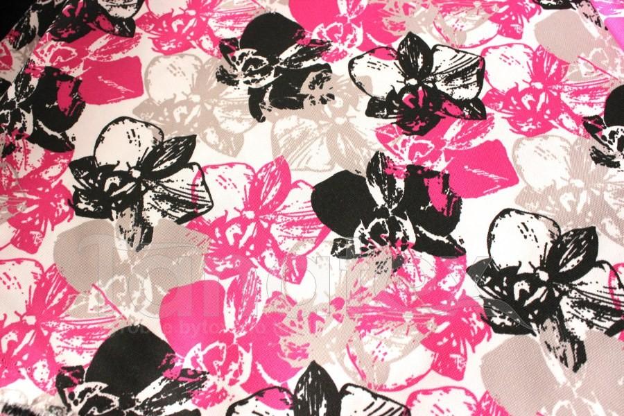 Schody pro psa Růžové květy s černou